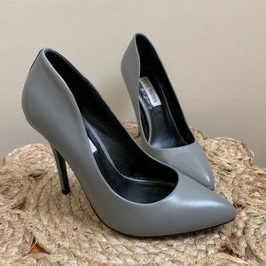 Gray leather Steve Madden pumps heels 6